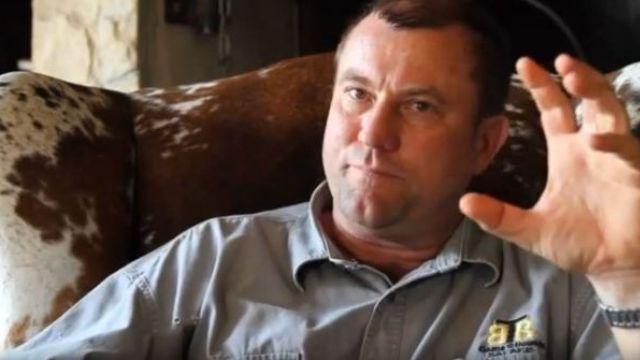 El cazador Theunis Botha murió aplastado durante una cacería