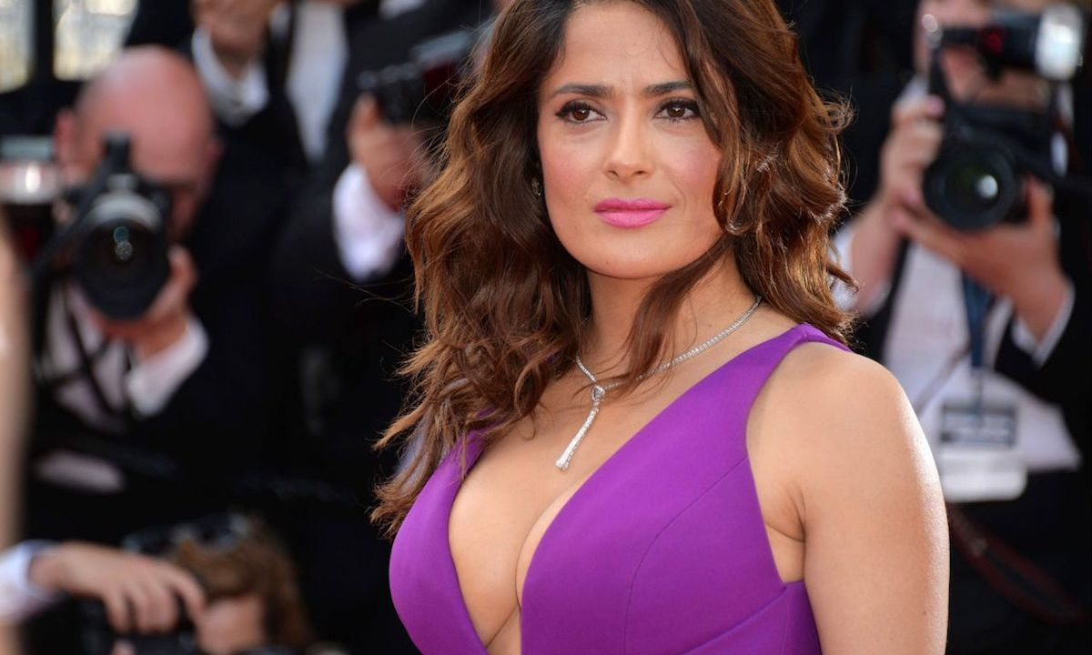 Salma Hayek consiente a sus fans Instagram con topless