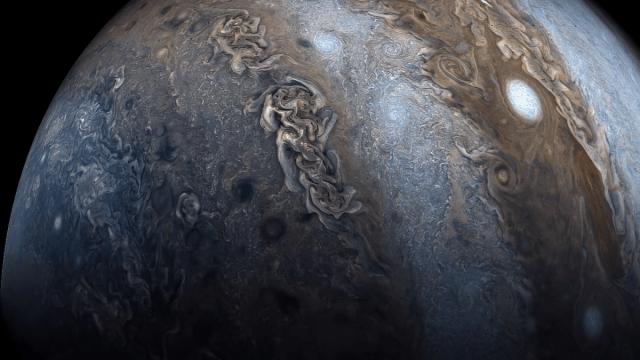 Una imagen con los colores aumentados de Júpiter, tomada por la sonda Juno de la NASA