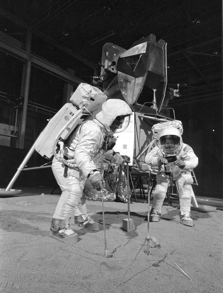 Armstrong y Aldrin durante prueba del Apollo 13