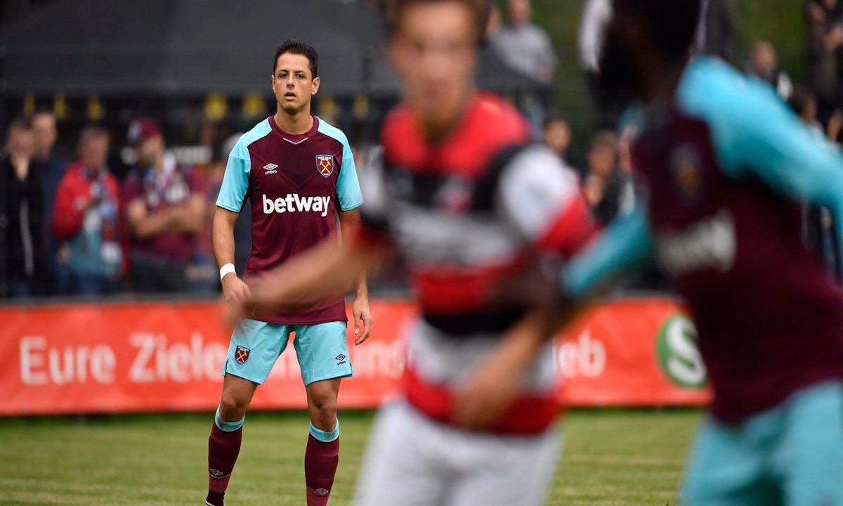 Chicharito debuta West Ham y falla gol