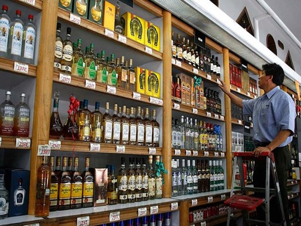 Estado de Mexico despenaliza venta de alcohol a menores