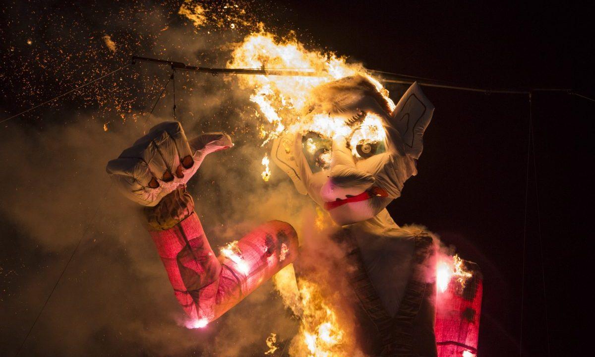 Estatua quemada en el festival Burning Man 2017