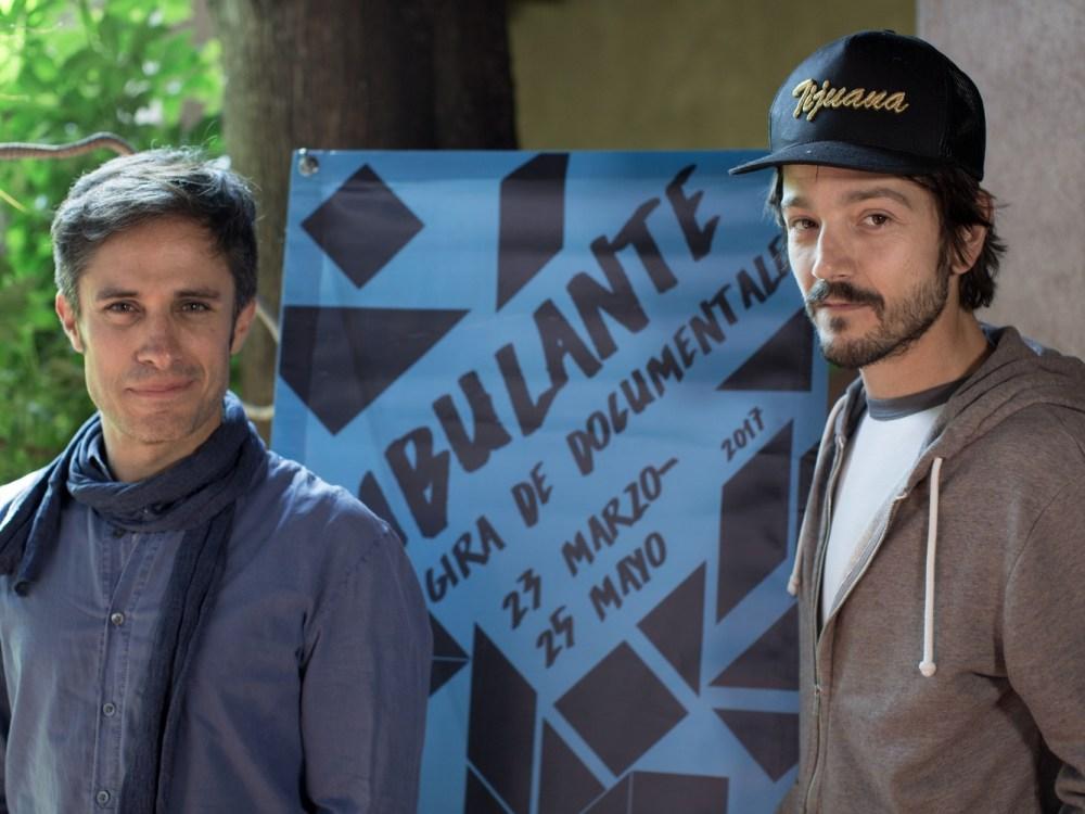 Gael García y Diego Luna pidiendo apoyo tras el sismo