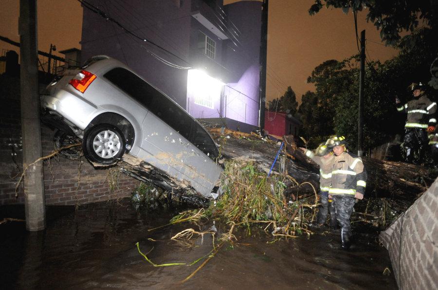 bomberos en las inundaciones de xochimilco