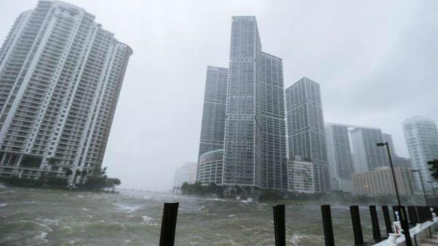 Videos de los destrozos del huracán Irma en Florida