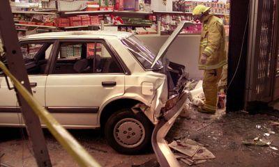 Auto estrellado en tienda
