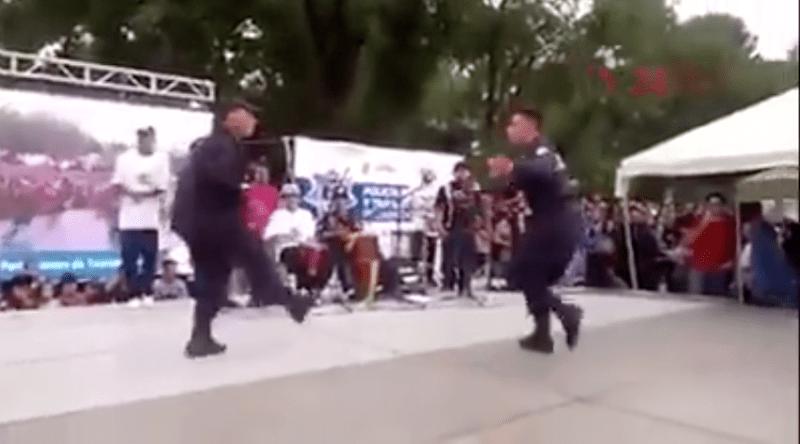Policías bailan cumbia y son la sensación desde hace un año