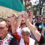 Méxicanos se reunen con el puño en el alto para homenaje del 19s