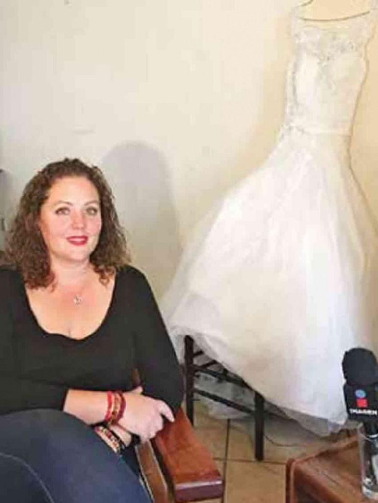 Buscan a dueña de un vestido de novia encontrado en los escombros del temblor