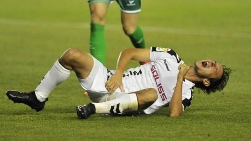 Futbolista se lesiona el pene y recibe diez puntos de sutura