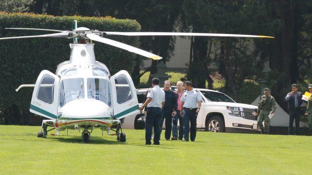 Senador del PRI, Emilio Gamboa, viajando en helicóptero presidencial