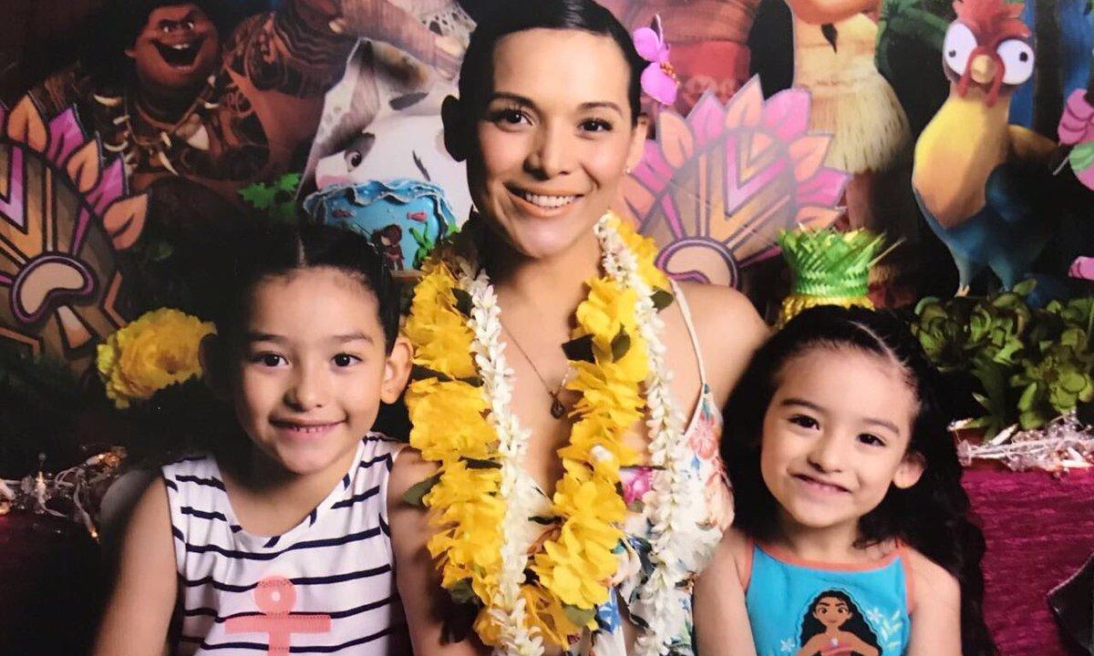 """Karla Luna """"La Lavandera"""" con sus hijas Sara y Nina"""