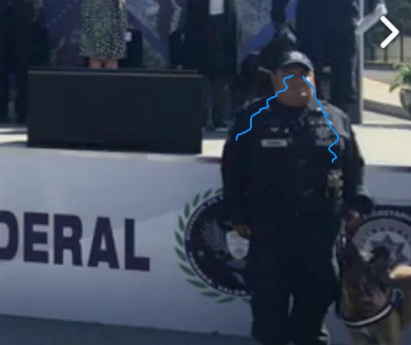 Policía llora durante la jubilación de su compañero perro