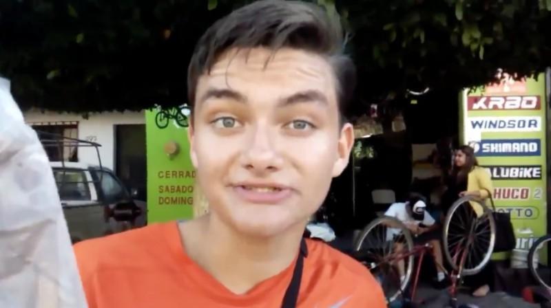 Video de chico vendedor de chocolate se vuelve viral