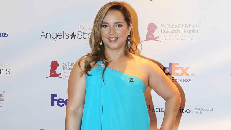 Adamari López es criticada por posar con minifalda