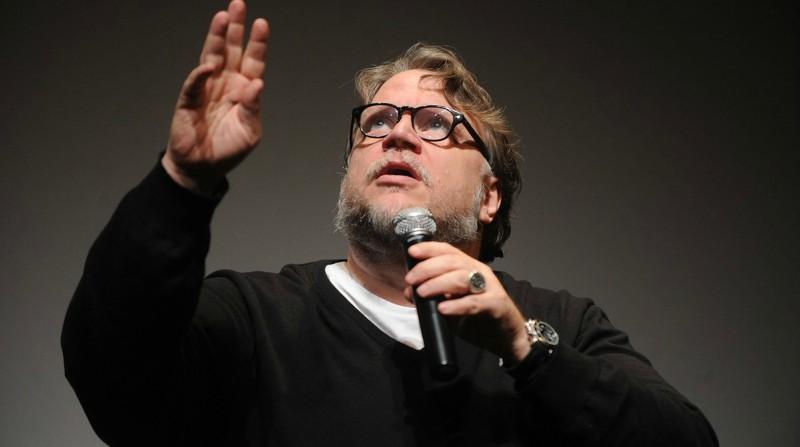 Guillermo del Toro realiza milagro y paga biopsia a fan