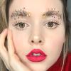 La nueva moda para cejas es convertirlas en árboles de Navidad