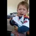 Niño llora con playera del América