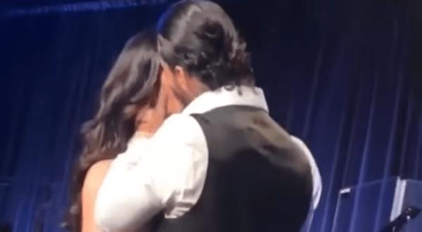 Marc Anthony besó a Maluma en pleno concierto