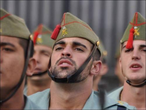 Chico sexy guardia civil española