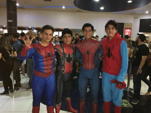 Fans de avengers infinity war recrean meme de spiderman