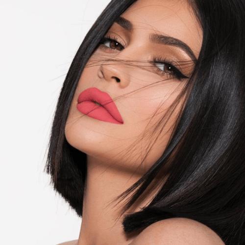 Kylie Jenner se quita relleno labios