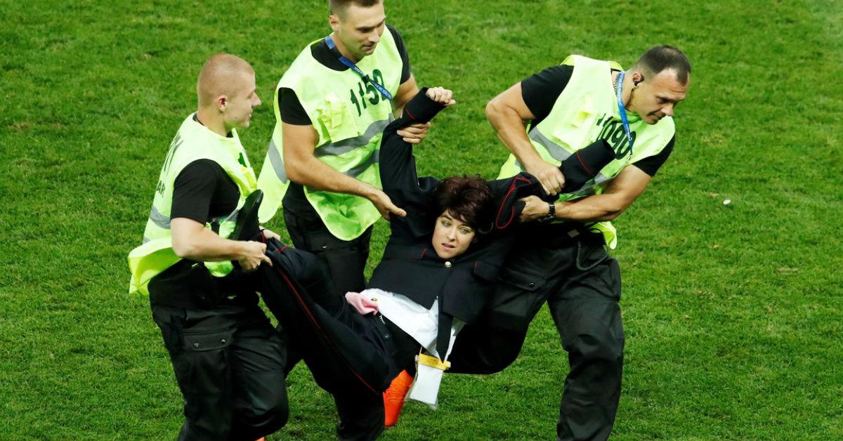 fotos-pussy-riot-mujeres-interrumpen-final-mundial
