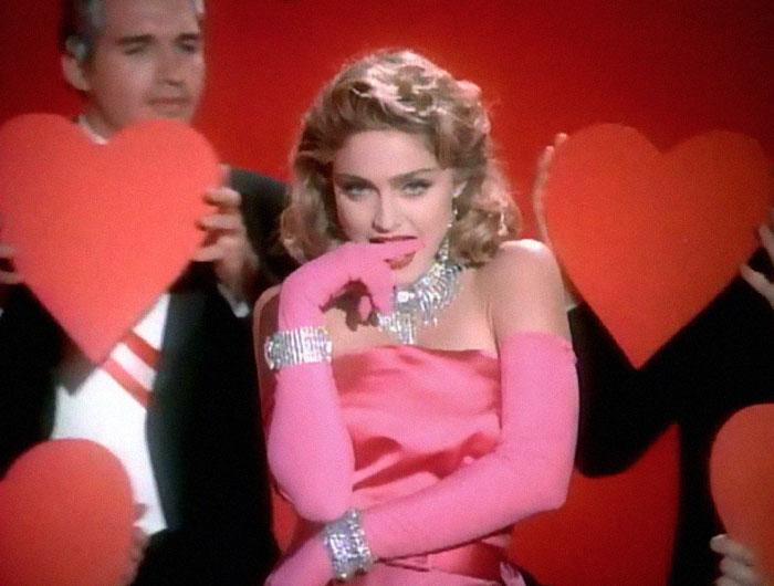 Madonna asegura es inmune a coronavirus y rompe cuarentena