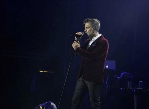 Alejandro Fernandez en estado inconveniente en concierto