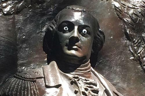 estatua-nathanael-greene-buscan-culpables-ponerle-ojitos-locos-estatua-estados-unidos
