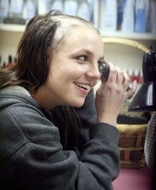 Justin Bieber se rapa como Britney Spears