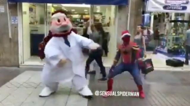 Dr. Simi Y Spiderman Bailan Juntos, Spiderman, Dr. Simi, Baile Navideño, Navidad, Coreografía