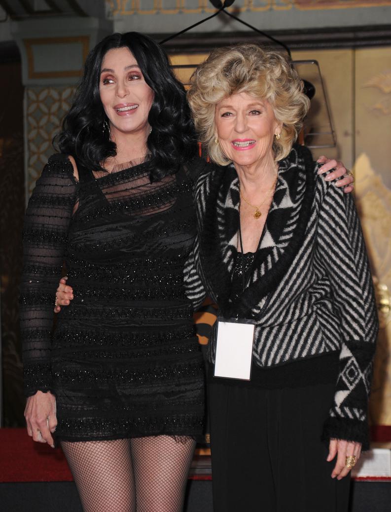 Cher, su mamá y su hermana se ven demasiado jóvenes