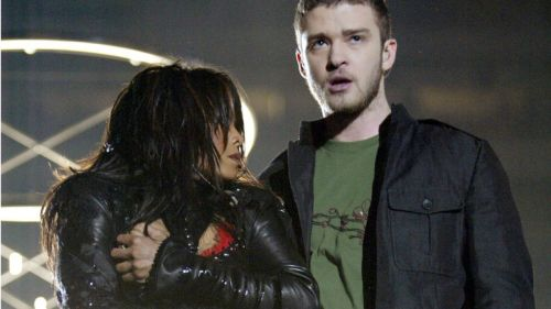 Fans de Janet Jackson critican a Adam Levine por quitarse la playera en el super bowl
