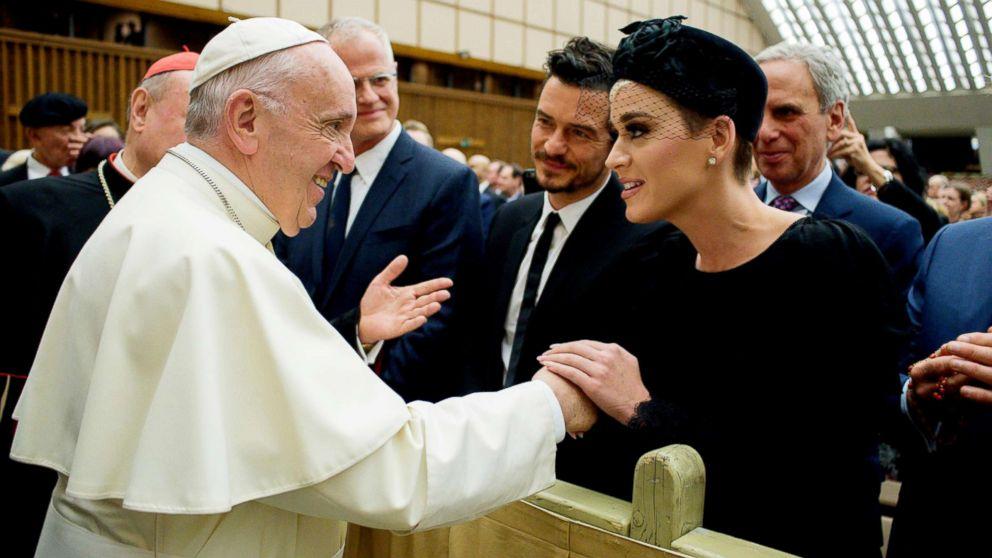 Katy Perry y Orlando Bloom se comprometieron con anillo