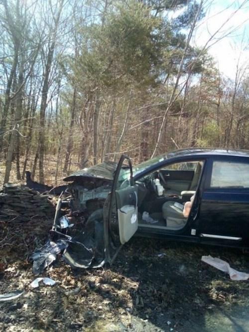 Mujer estrella su coche porque encontró una araña en el interior