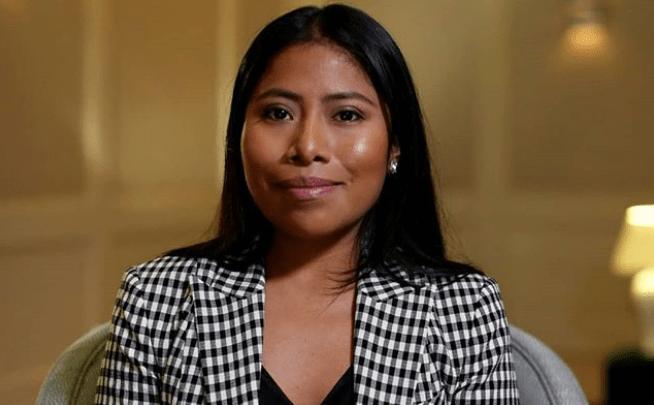 Yalitza Aparicio regaña a reporteros que querían entrevistarla
