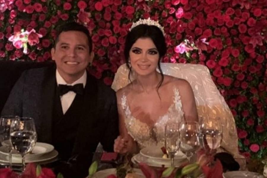 Gomita opaca a Kimberly Flores en su boda