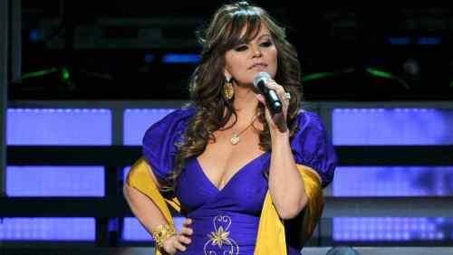 Mujer asegura estar poseida por Jenni Rivera y se la pasa cantando todo el día
