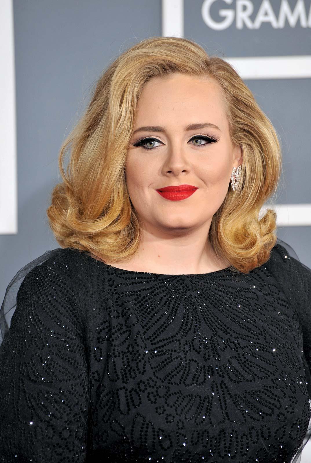 Adele reaparece con veinte kilos de menos