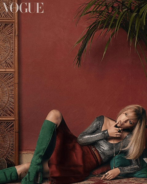 Acusan a Taylor Swift de photoshop excesivo en portada Vogue