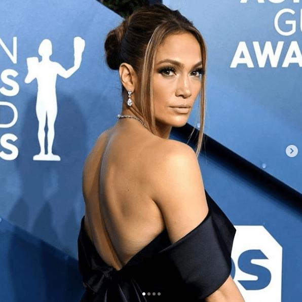 Revelan foto del rostro de Jennifer Lopez sin edición