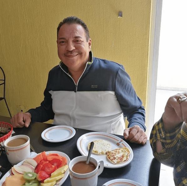 Realizan trasplante de riñón a Julio Preciado