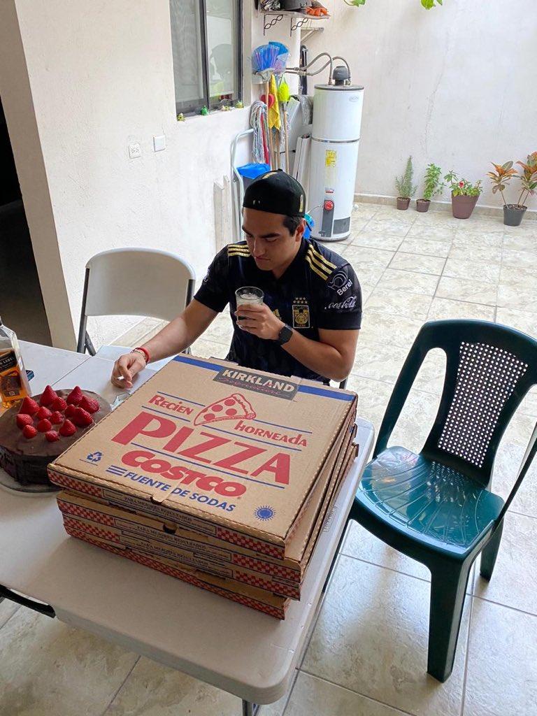 Organiza su cumpleaños con pizza, pastel y cervezas; amigos lo dejan plantado