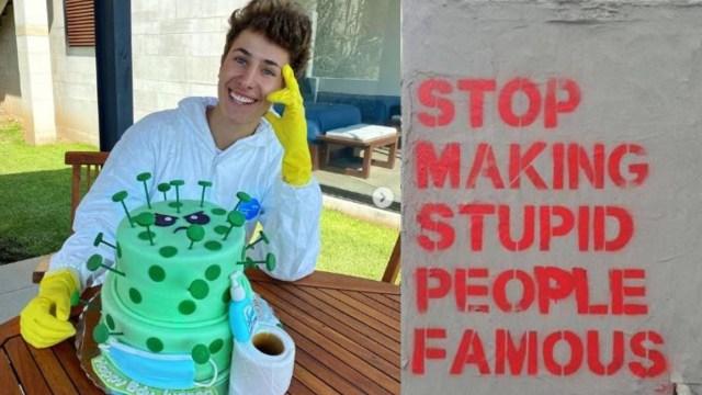 Juanpa Zurita celebra cumpleaños con pastel de coronavirus