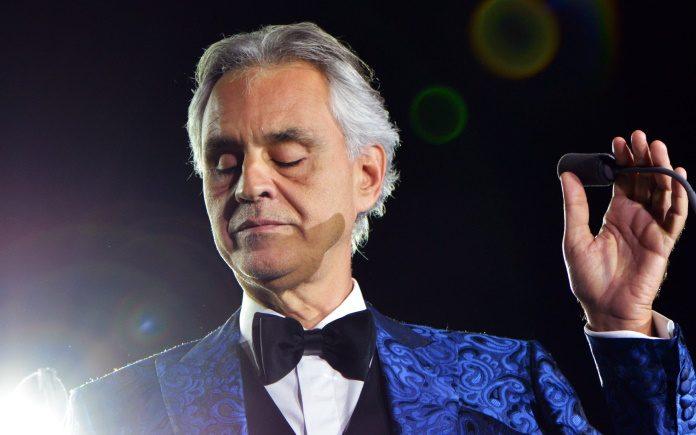 Andrea Bocelli dona su sangre para combatir el coronavirus