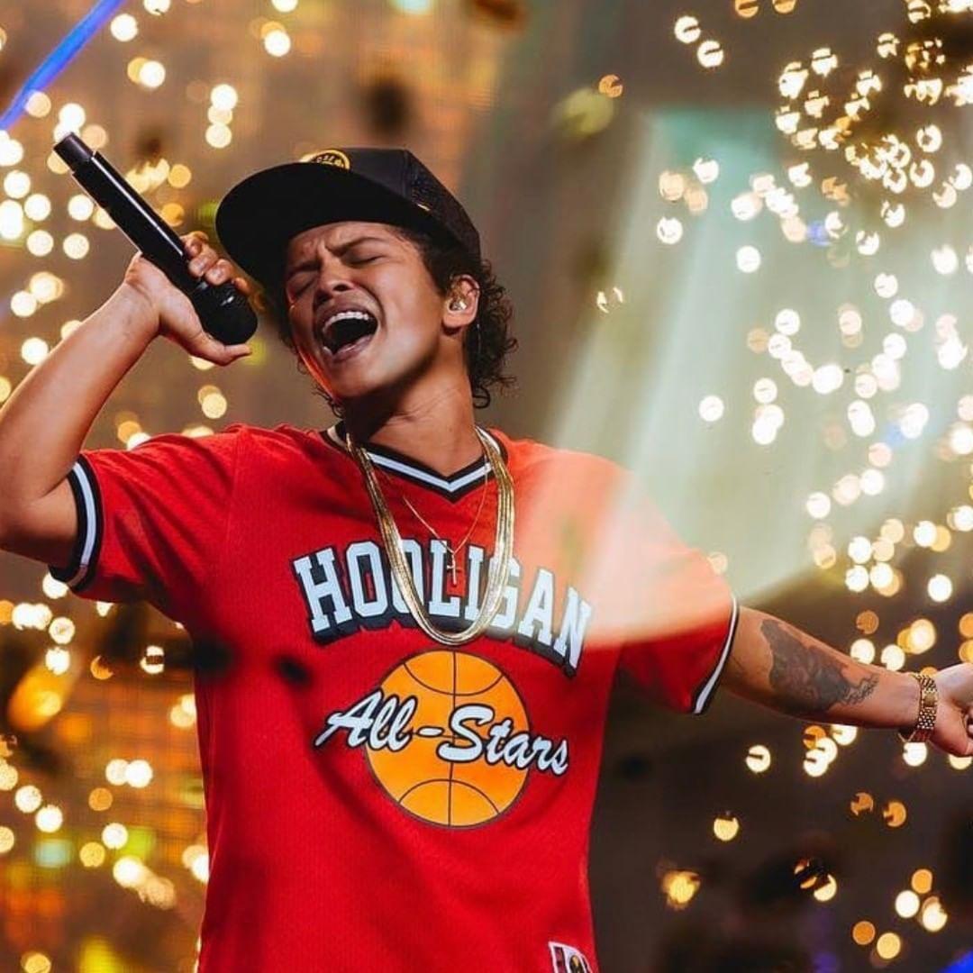 Teoría asegura que Bruno Mars es hijo de Michael Jackson
