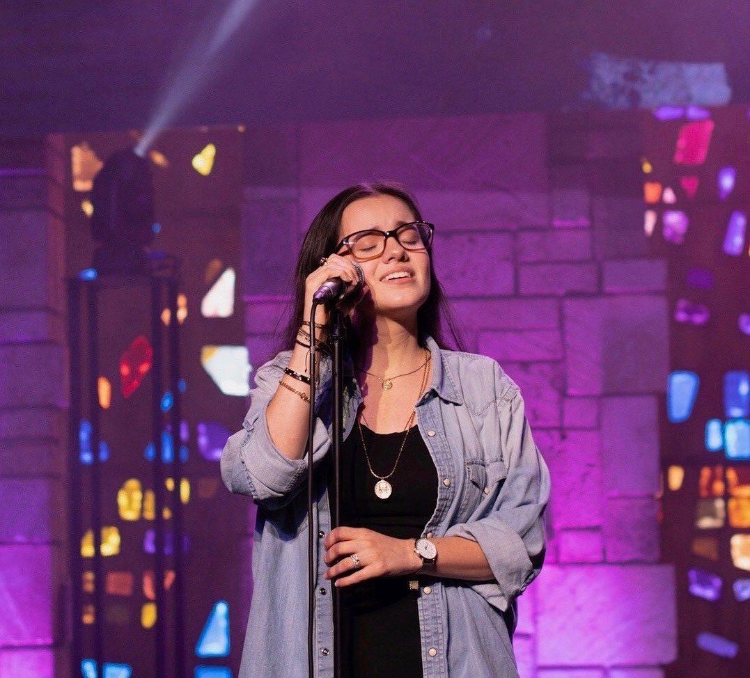 Sara Sosa intenta regresar a la música, pero recibe duras críticas
