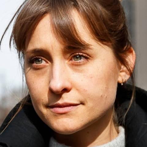 Allison Mack se declara culpable de trata de personas para la secta NIXVM